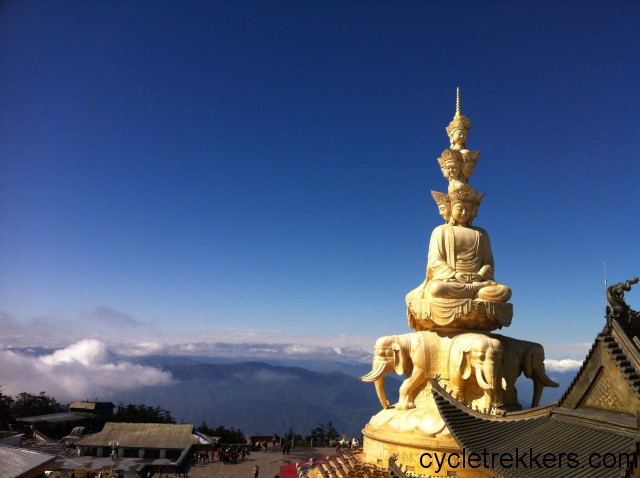 transition from cyclist to backpacker, The summit at Emei Shan National Park